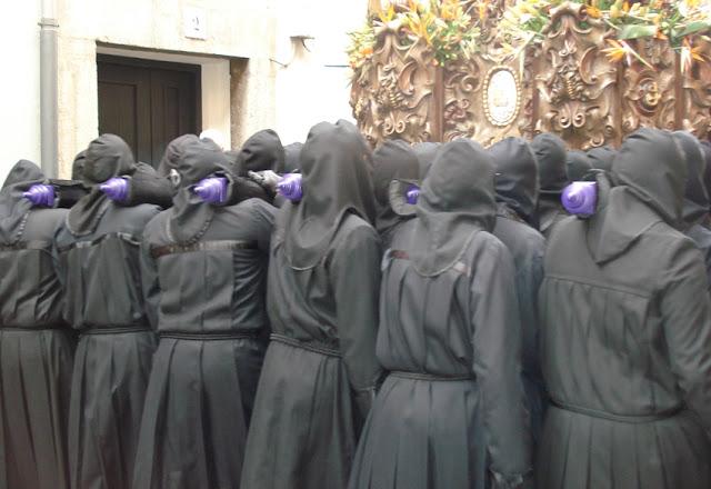 Braceros del paso de San Juan. Cofradía del Dulce Nombre de Jesús Nazareno. Foto G. Márquez