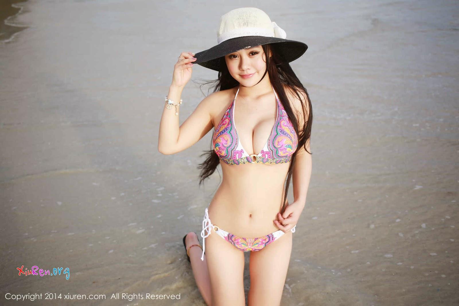 Người đẹp bikini sở hữu vòng một khủng