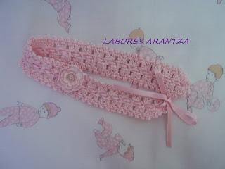 Ropa de bebé hecha a mano y accesorios