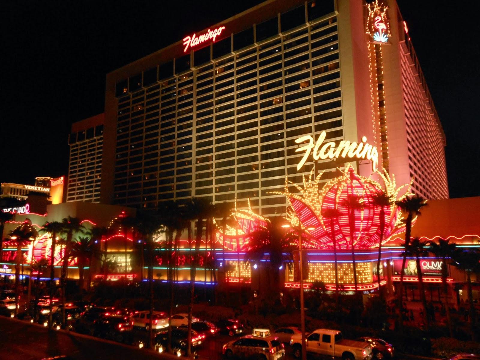 Flamingo hotel las vegas bei nacht aus dem heliopter -  Ltere Hotels Hingehen Sind Einfach Aus Beton Mit Spiegelnden Glasfronten Gebaut So Gebaut War N Mlich Unser Hotel Das Flamingo Brigens War Das Flamingo