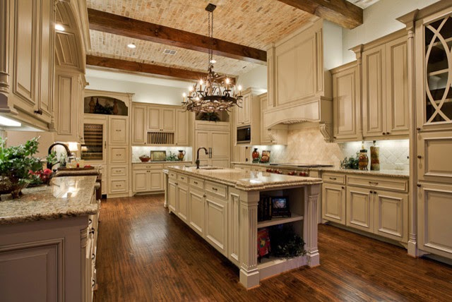 Traditional Hardwood kitchen Flooring