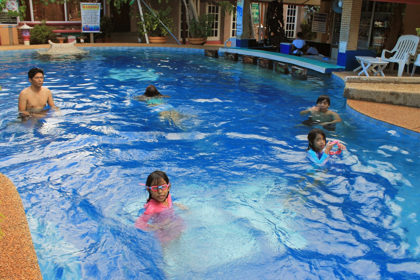 Gastronomy by joy hotel review deep forest garden inn for Deep swimming pools for garden