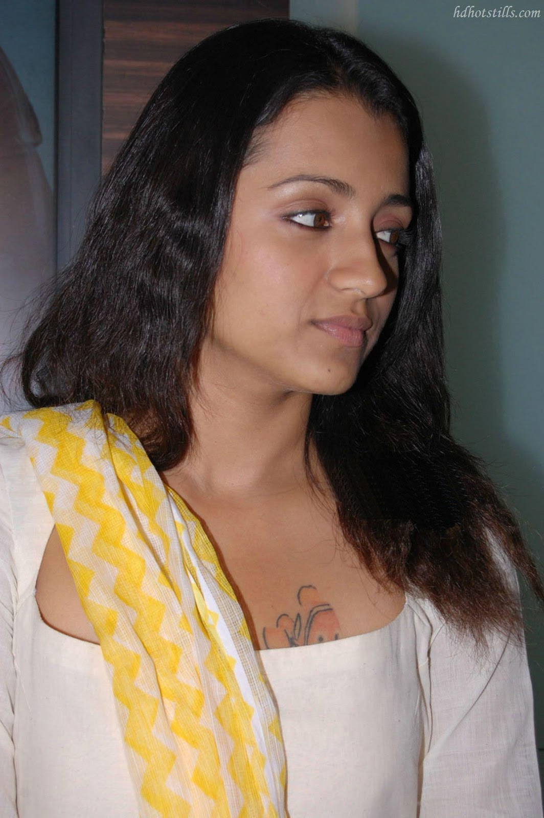 Trisha Cute Smiling Photos and Stills - Indian Actress Wallpapers ...