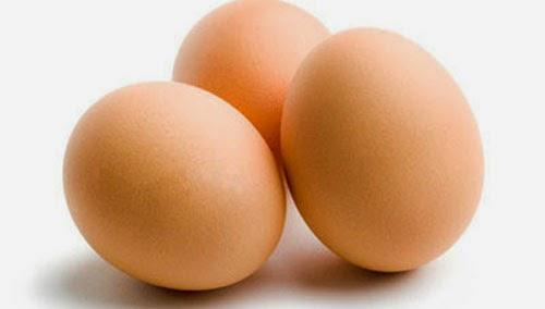 Đắp mặt nạ trứng gà trị mụn