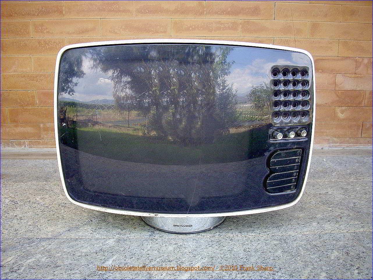 Obsolete Technology Tellye !: BRIONVEGA VOLANS 17\