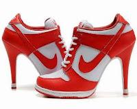 Sepatu Olahraga Unik