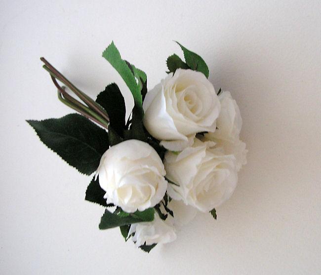 Cute Pet: White Roses Bouquet
