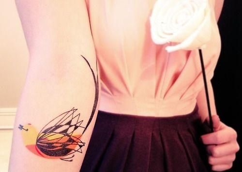 Tatuagens Femininas delicadas Pássaro Estilizado