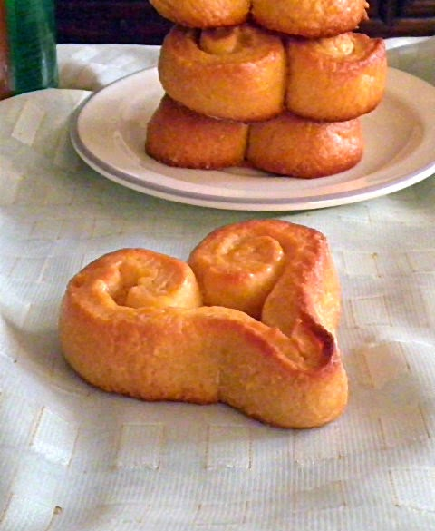 Yeast Rolls Recipe @ http://treatntrick.blogspot.com