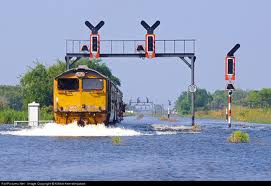 lokomotif jalan sendiri di stasiun poncol semarang