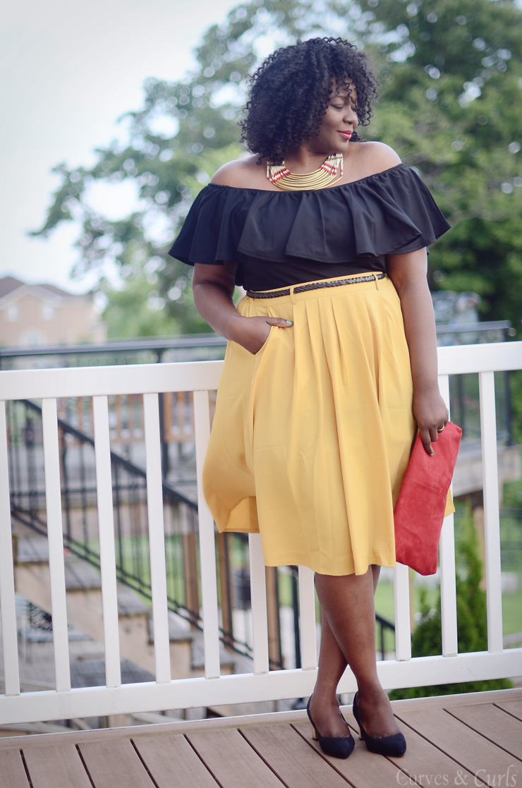 How to wear a Mustard Skirt. Plus size fashion for women #Curves #plussize #fashion #women #mode #ronde #tendance #modcloth #fashionforall #boohooplus #offshoulder
