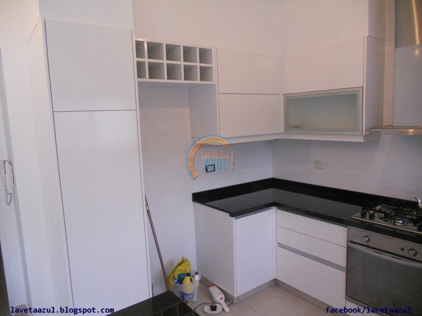 La veta azul mueble cocina en laca blanca semi mate - Cocina blanca mate ...