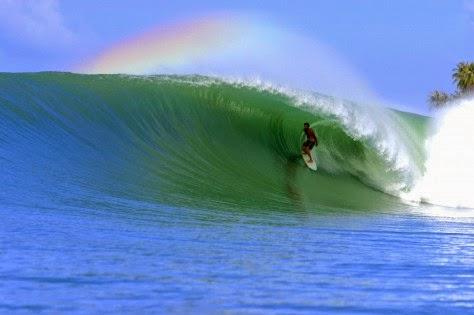 Surfing Pantai Sorake