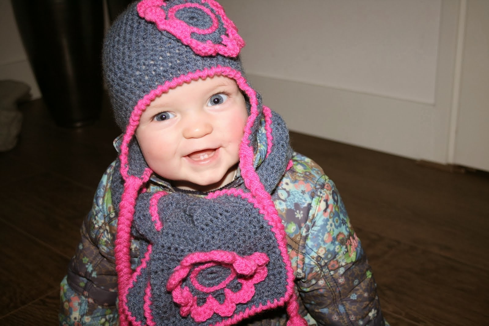 kidsdollsmuts en sjaal*