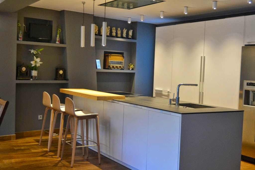 Un dise o en isla con paredes que tienen mucho que decir - Cocinas modernas blancas con isla ...