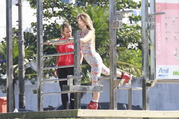 Susana Werner se exercitou no aparelho de ginástica