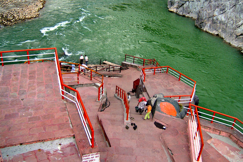 at which state ganga and alaknanda meet