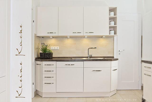 Farbgestaltung für eine kleine Küche - Fronten, Küchenrückwand, Arbeitsplatte und Boden