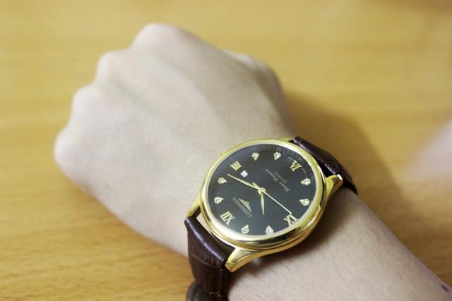 Đồng hồ nam giá rẻ dây da màu nâu