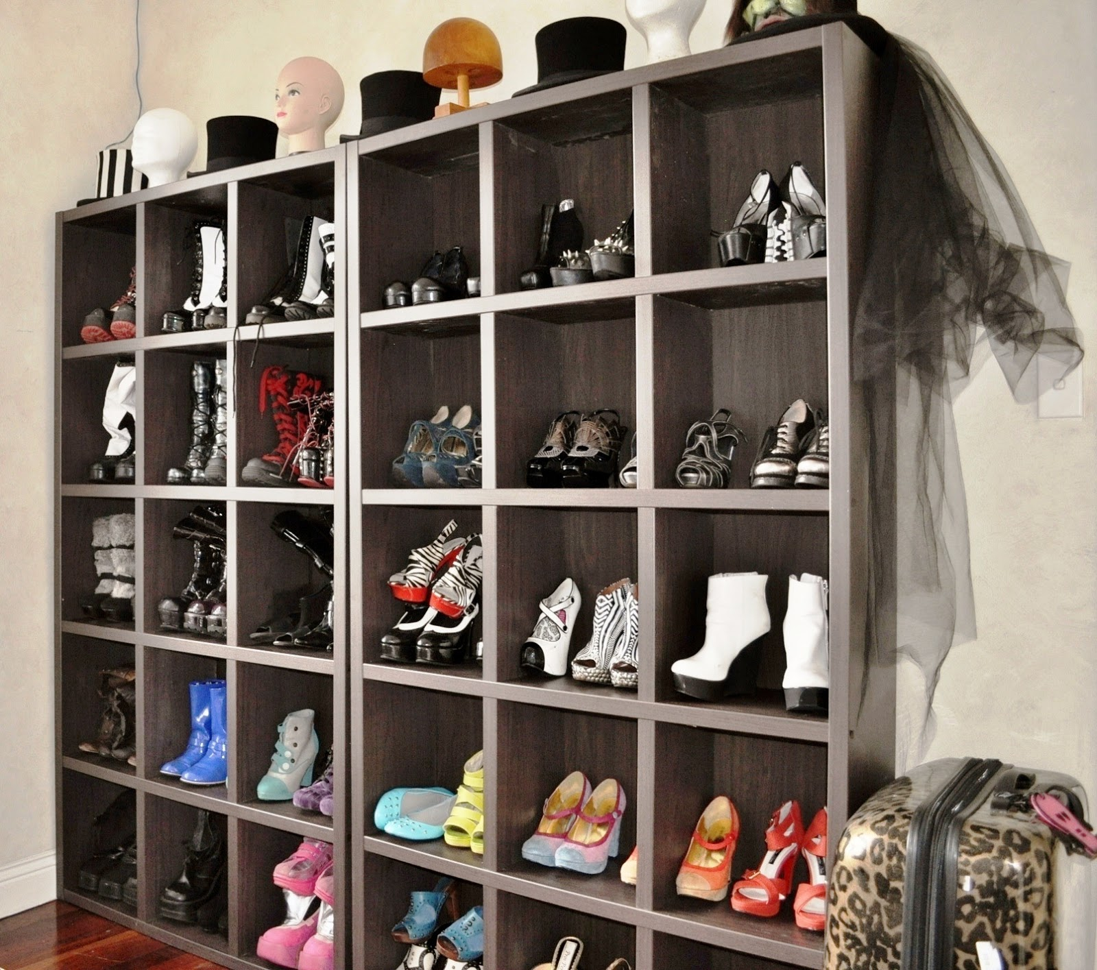 Ashly rae beauty lifestyle health fitspo and Living room shoe storage ideas