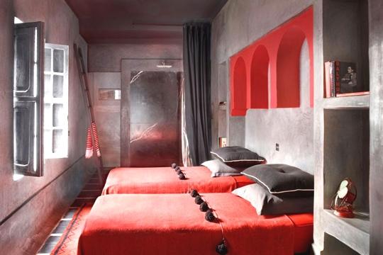 je vois tout rouge salon, salle à manger, salle de bain, chambre