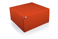 Tablò colore arancione, usabile come seduta o tavolo da salotto