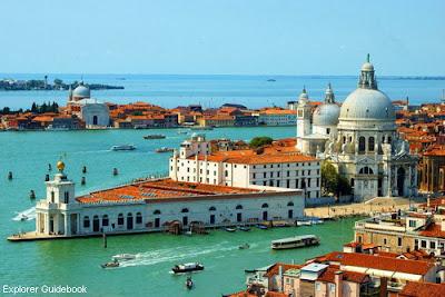 Tempat wisata terkenal di Venice Italia Gereja Punta della Dogana Bangunan terkenal di Venice
