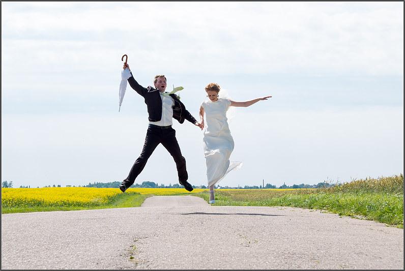linksma vestuvinė fotosesija gamtoje