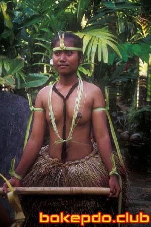 cewek Pakaian Adat Papua Bugil