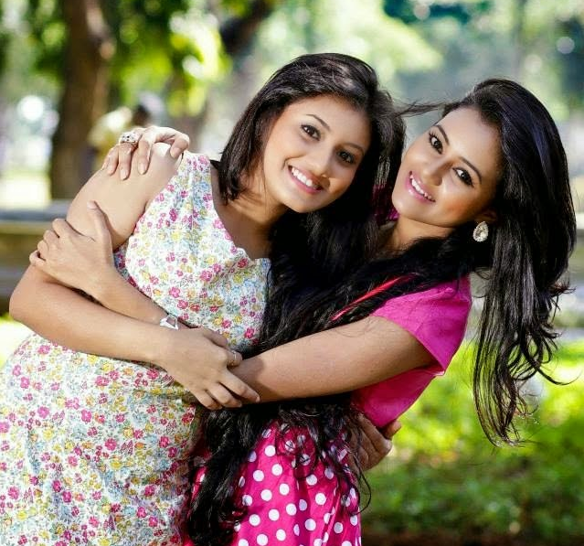 Shanudrie Priyasad and Dinakshie Priyasad together