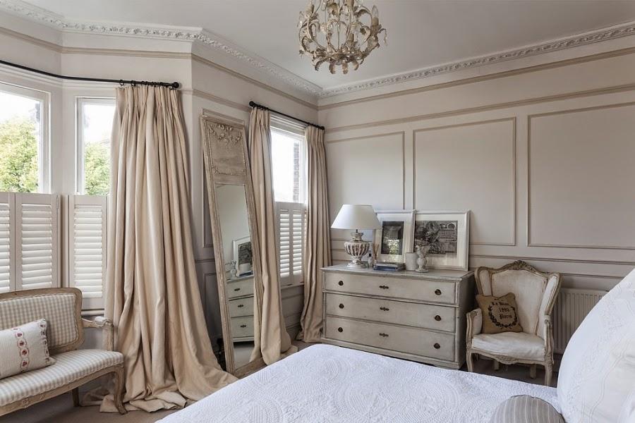wnętrza, wystrój wnętrz, styl francuski, eleganckie, szary, beżowy, romantyczny, sypialnia, komoda