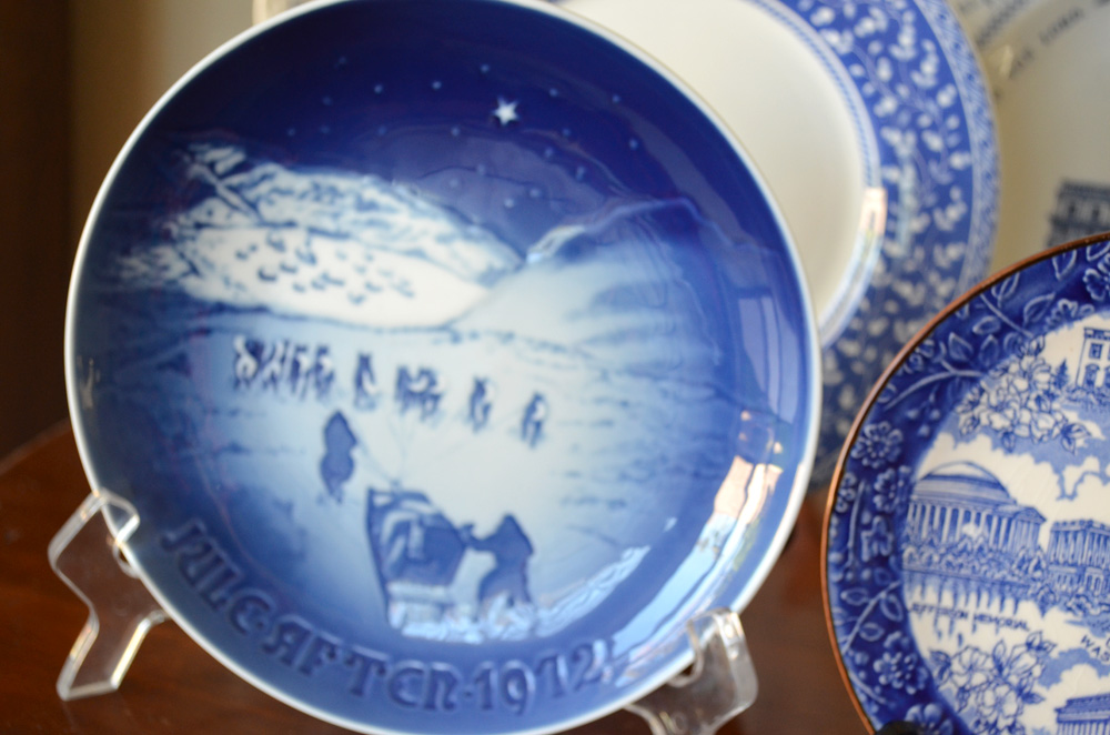 The copycat collector collection 171 blue and white plates