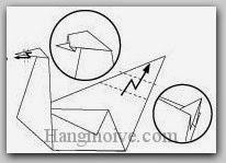 Bước 7: Gấp gấp khúc hai cạnh giấy.