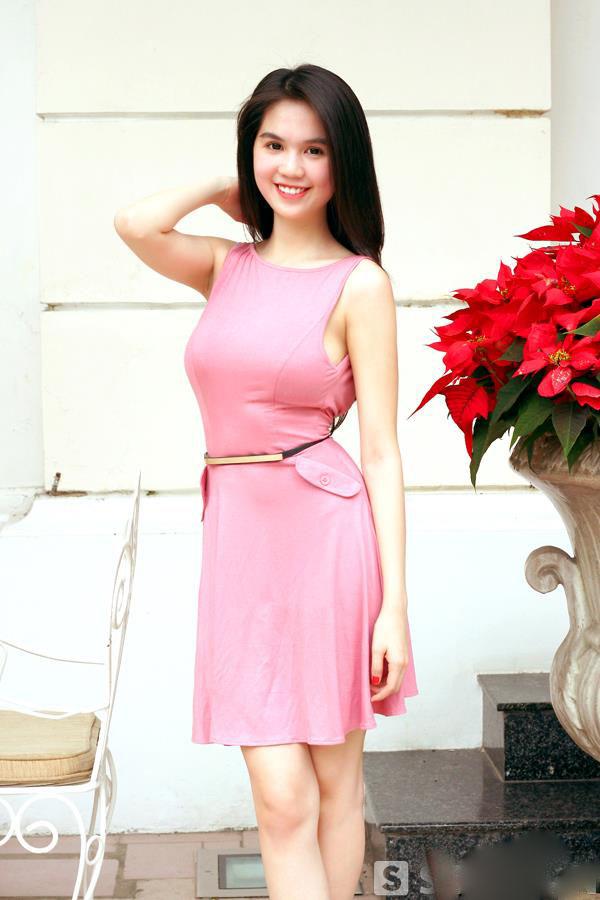 ảnh đẹp Ngọc trinh với đầm hồng vô cùng sexy 13