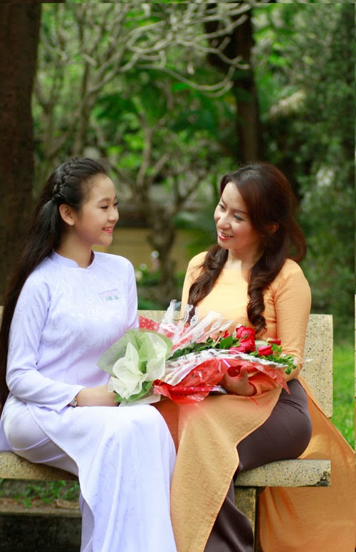 Diễn viên nhí Tam Triều Dâng xinh xắn với áo dài 20