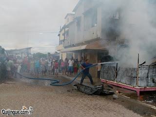 Quijingue: Incêndio destrói trailer e deixa dono ferido