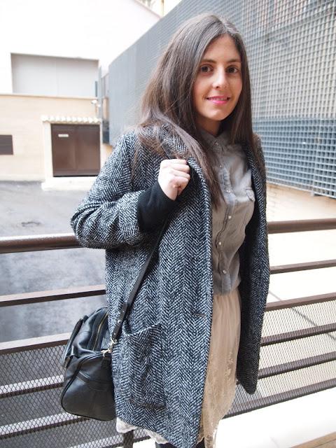 abrigo gris de corte masculino