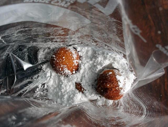how to make pumpkin spice donut holes