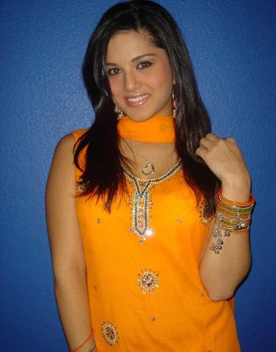 Cloth Change Sunny Leone Vedio Dow Com - free porn