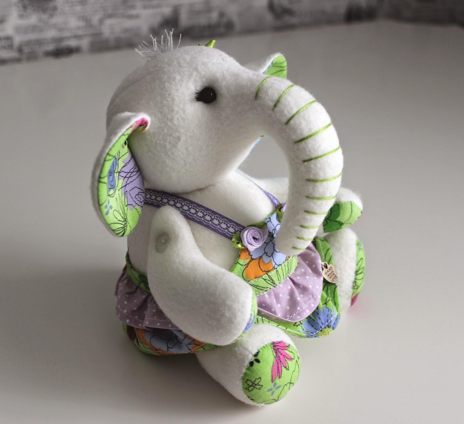 слон игрушка