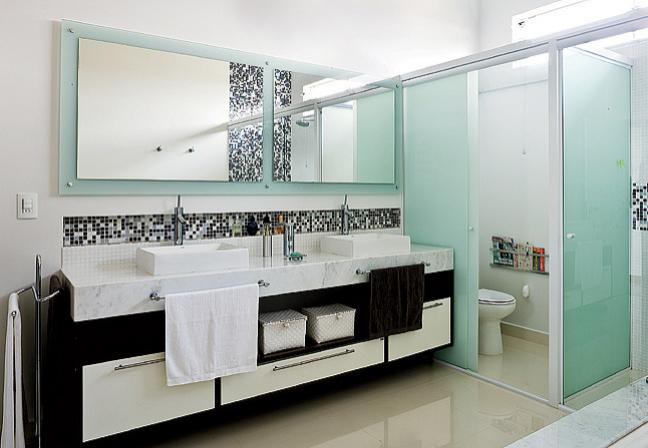 Romã Pastilha no banheiro -> Banheiro Com Porcelanato E Pastilha De Vidro