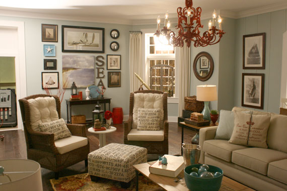 Coastal inspired living room interior design ideas for Casual family room ideas