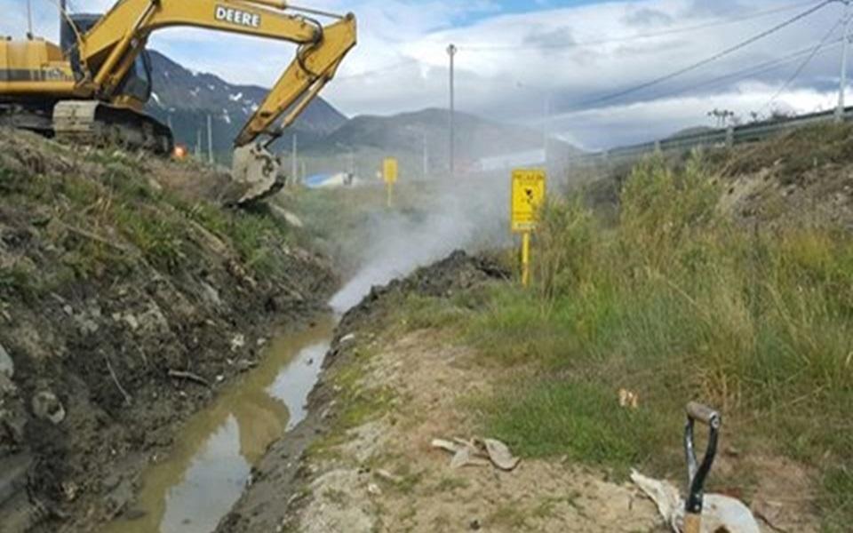 Retro rompio un caño de gas en Ushuaia