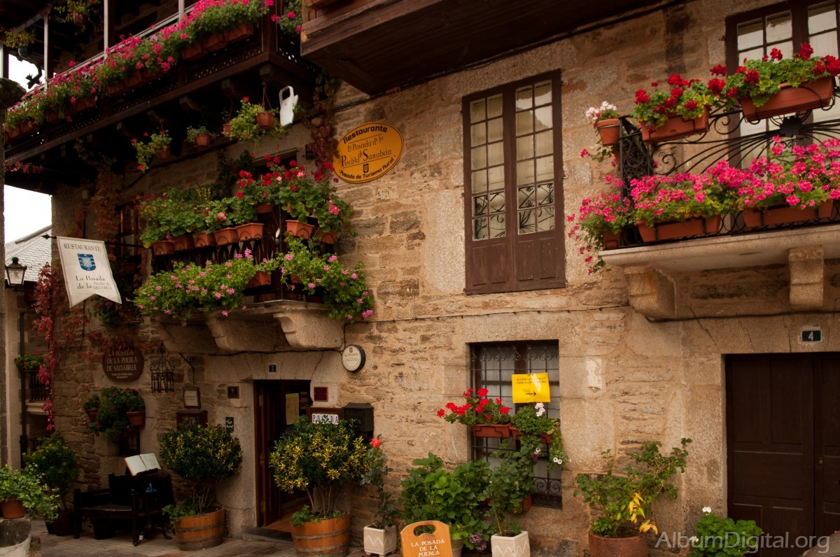 Jardineria fifi jardineras en balcones y ventanas for Modelos de jardineras para casas