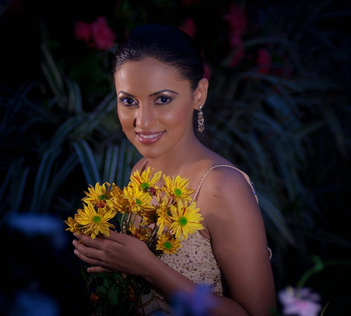 SRILANKA HOT SEXY ACTRESS ACTORS AND MODELS PHOTOS : Udari