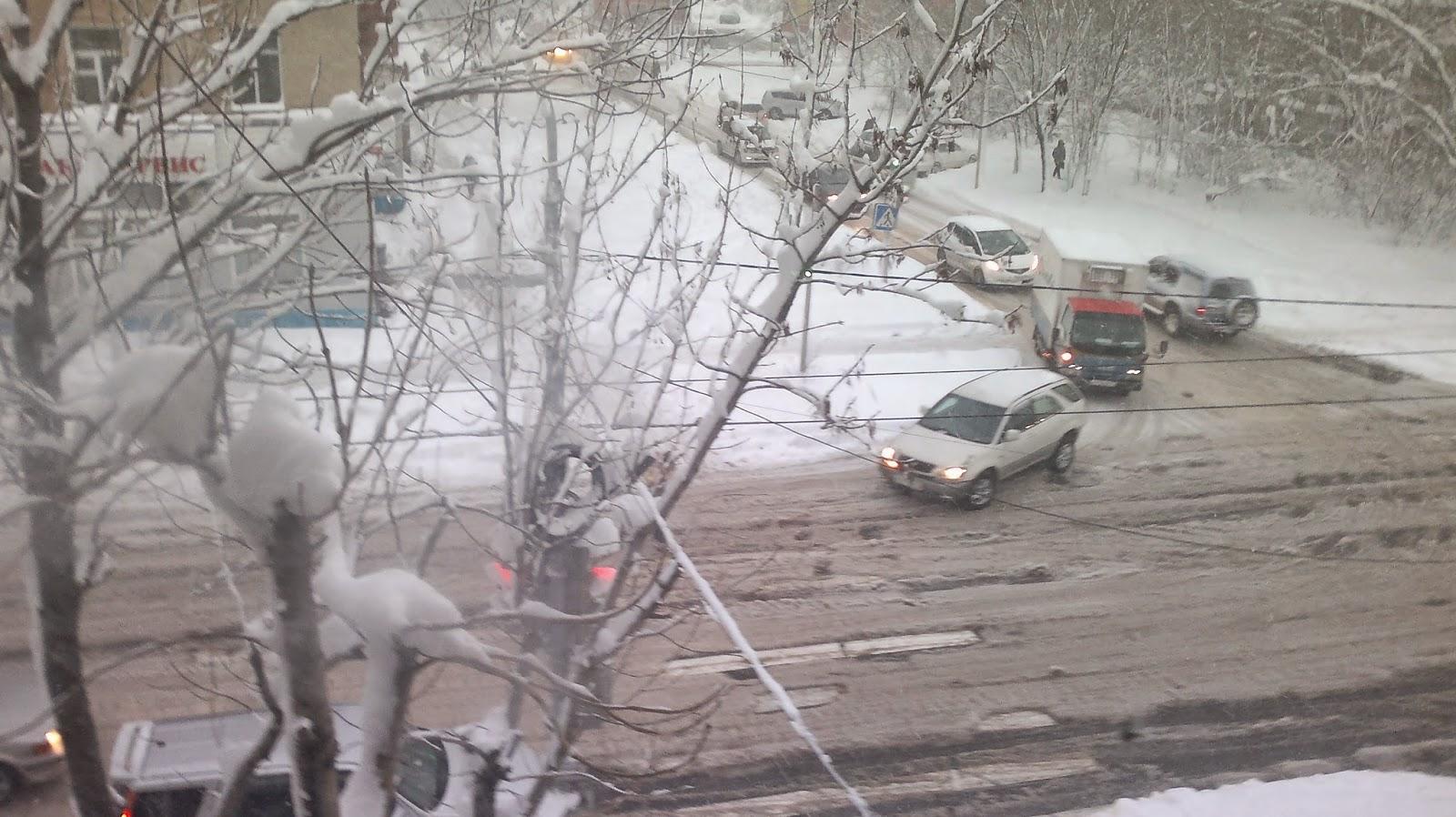 Снег на улице (вид из окна)
