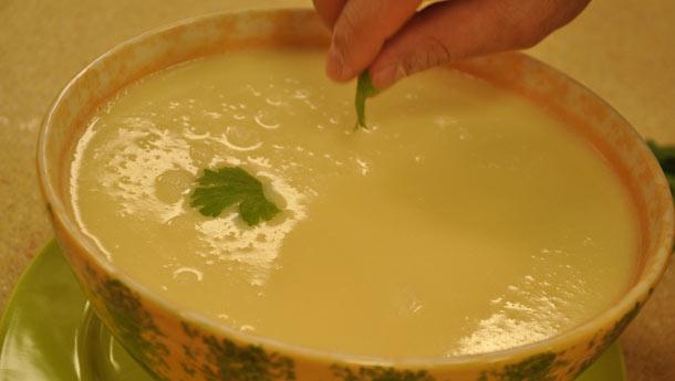 Emine Beder Kişnişli Patates Çorbası Tarifi