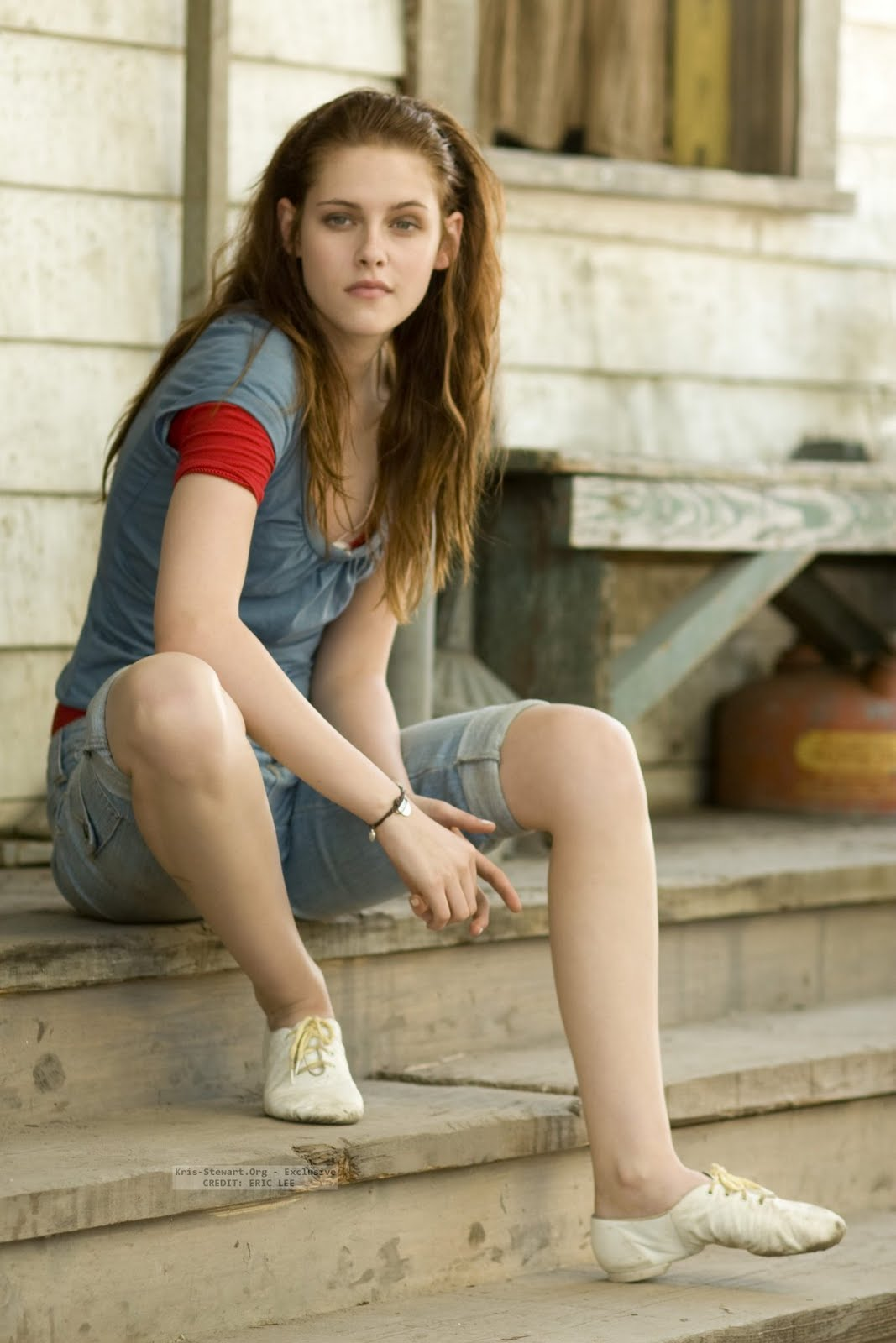 http://2.bp.blogspot.com/-qeiYxfGYVZc/TnHQXw3DyNI/AAAAAAAAABY/eNZ4I4Xo2wE/s1600/Kristen-Stewart-at-Home.jpg