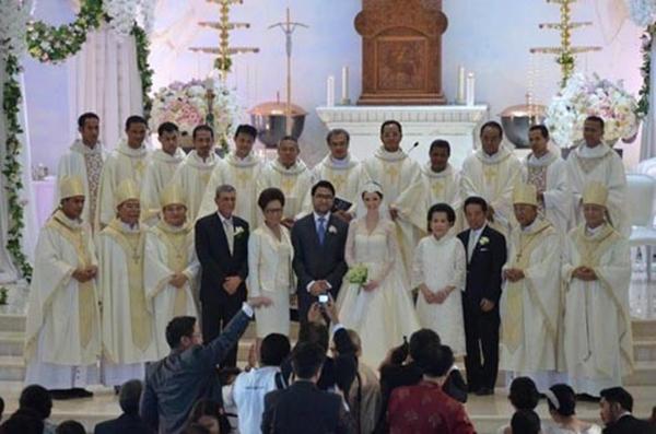 Pangkalan Unik: FOTO: Pernikahan Cathy Sharon-Eka Kusuma
