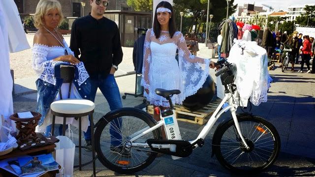 Tanit Ibiza pasarela de moda en bici